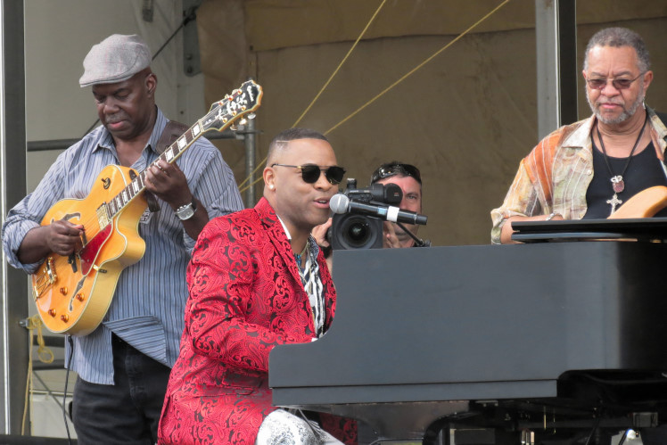 Davell Crawford with George Porter, Jr. and his guitarist